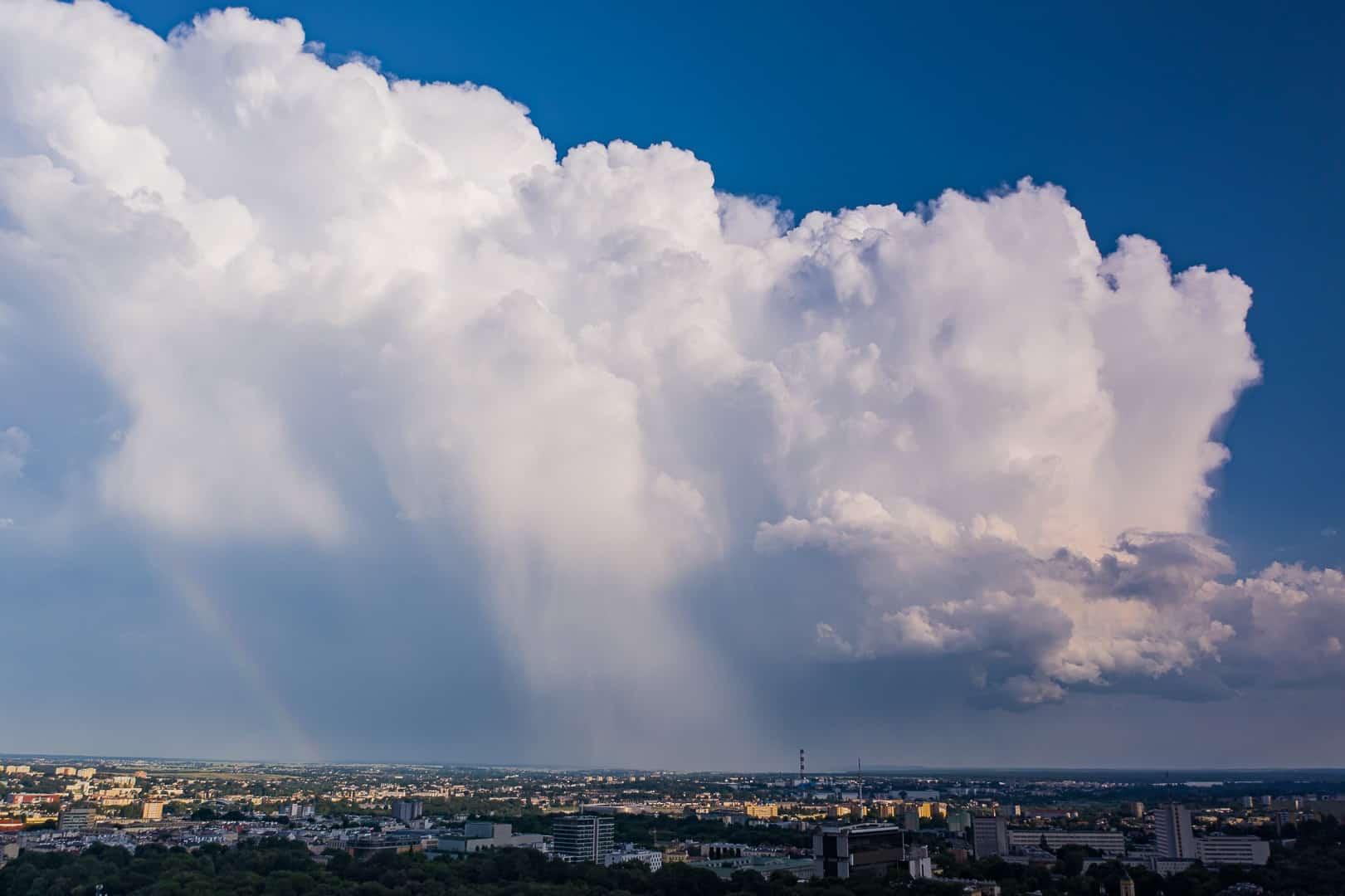 """Pogoda. Gwałtowne, niszczące burze nad Polską. Pojawił się na radarze IMGW """"kolec gradowy"""" - Fani Pogody"""