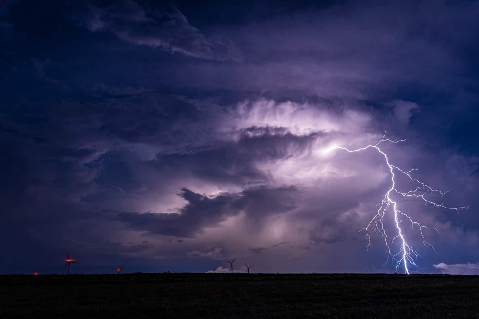 Pogoda. Groźne burze już nad Polską. Możliwe opady gradu. Gdzie jest burza 5.06.2021? - Fani Pogody